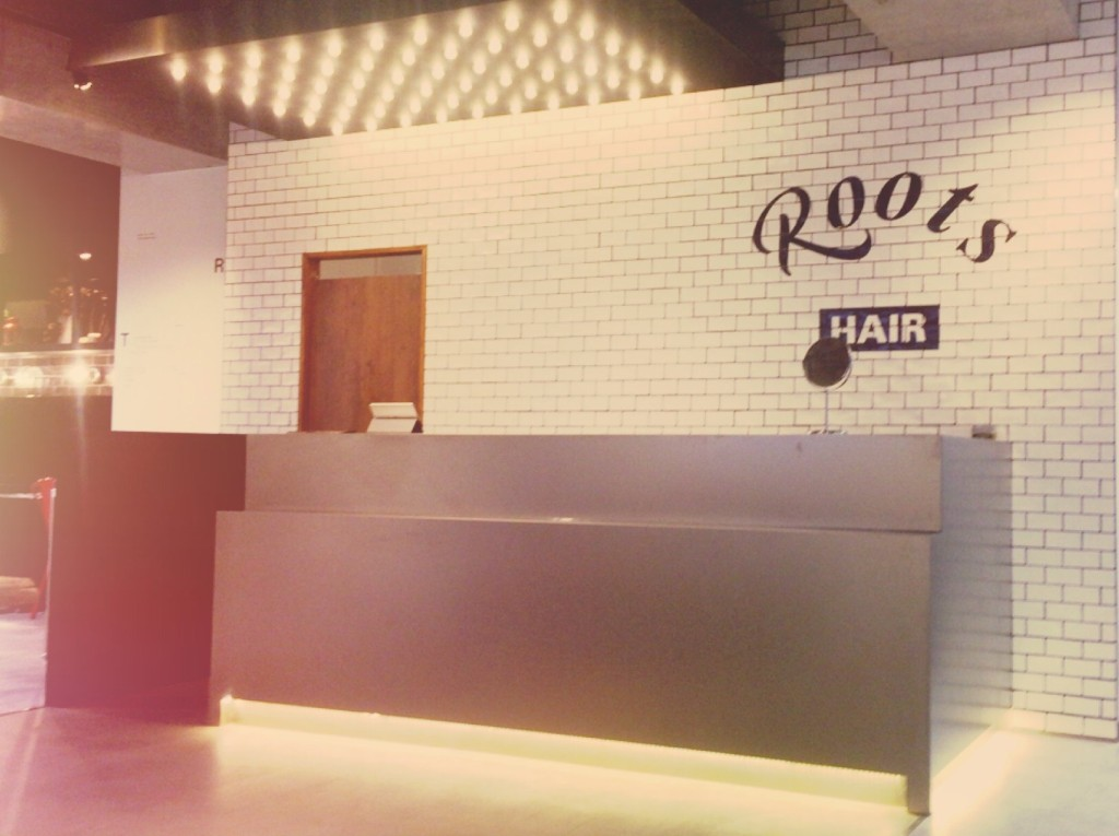 hair salon ROOTS 南越谷店